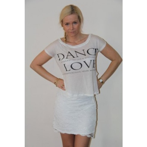 Jacky Luxury shirtje in wit met print: DANCE – LOVE.