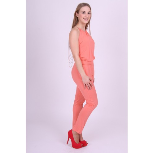 Jumpsuit van Miss Money Money met sexy back in peach.